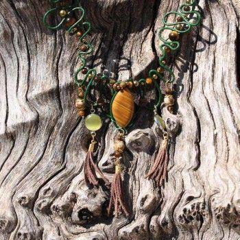 2ed77d2fcbb4 Collar de estilo étnico verde y marrón con cuero y piedra natural