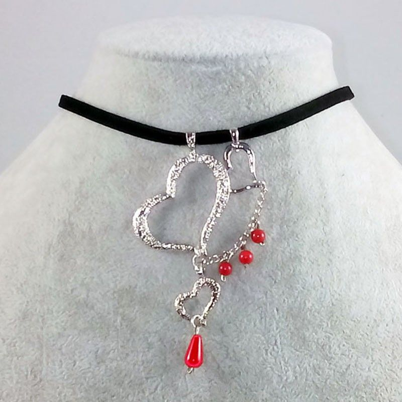 a69bfd435e320 Black and red choker with suede, agates and triple heart
