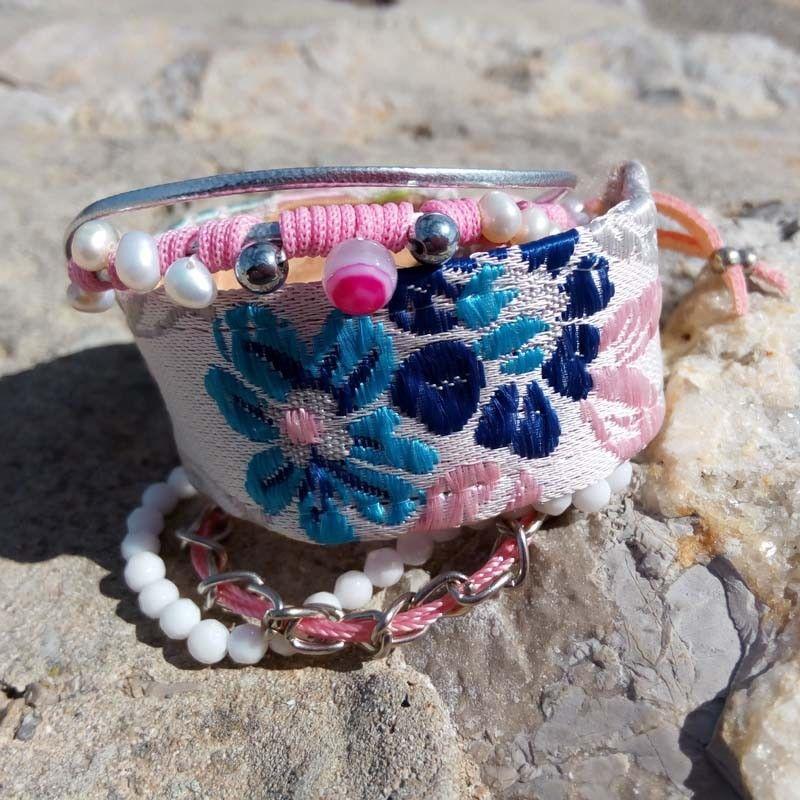 bb3afb309962 Brazalete de mujer rosa, azul y blanco con tela fallera valenciana